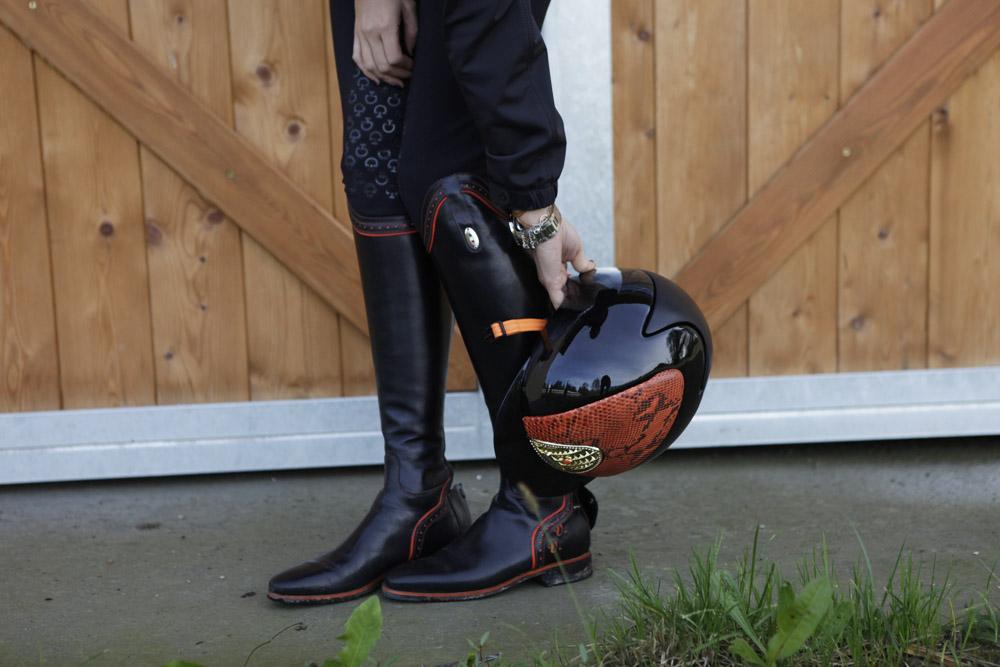 kepitalia arancione e nero equitazione