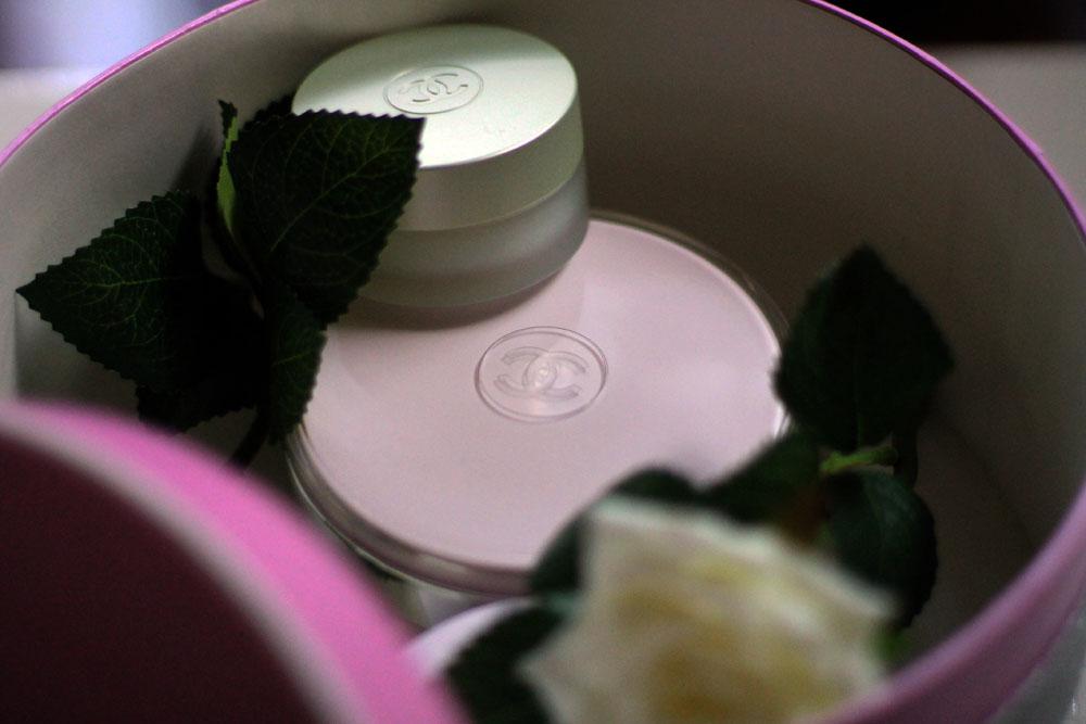 chanel pink box