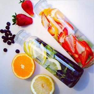 detox strawberrys and lemon water