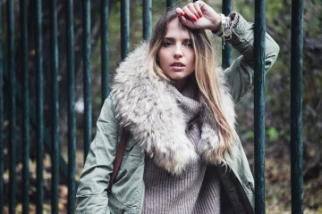fashionblogger with parka