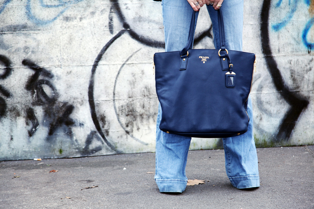 prada blu leather bag