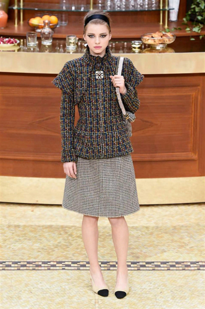 Chanel Fashion Show Fall Winter 2016 c