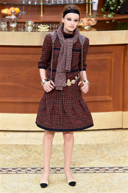 Chanel Fashion Show Fall Winter 2016 d