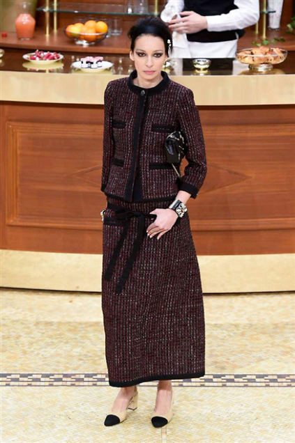 Chanel Fashion Show Fall Winter 2016 e