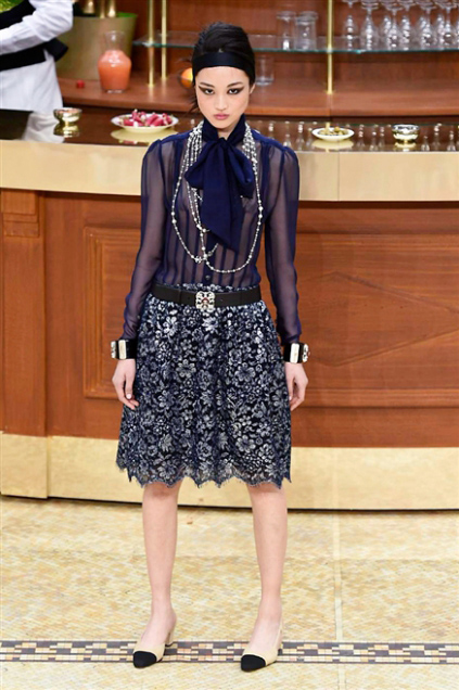 Chanel Fashion Show Fall Winter 2016 f