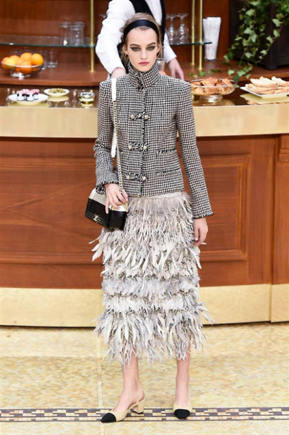 Chanel Fashion Show Fall Winter 2016 g