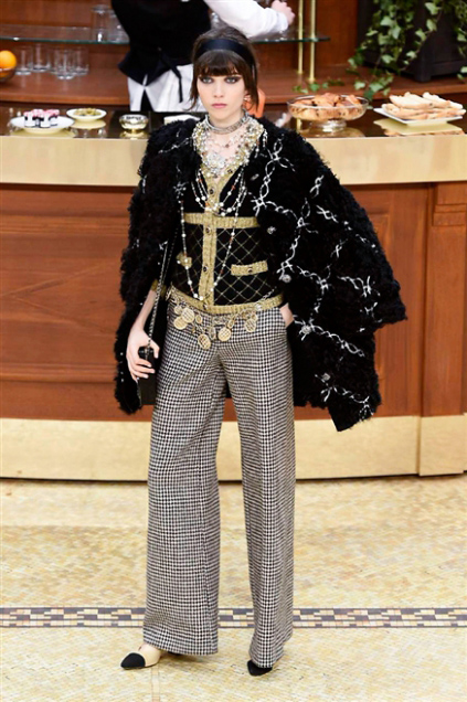 Chanel Fashion Show Fall Winter 2016 h
