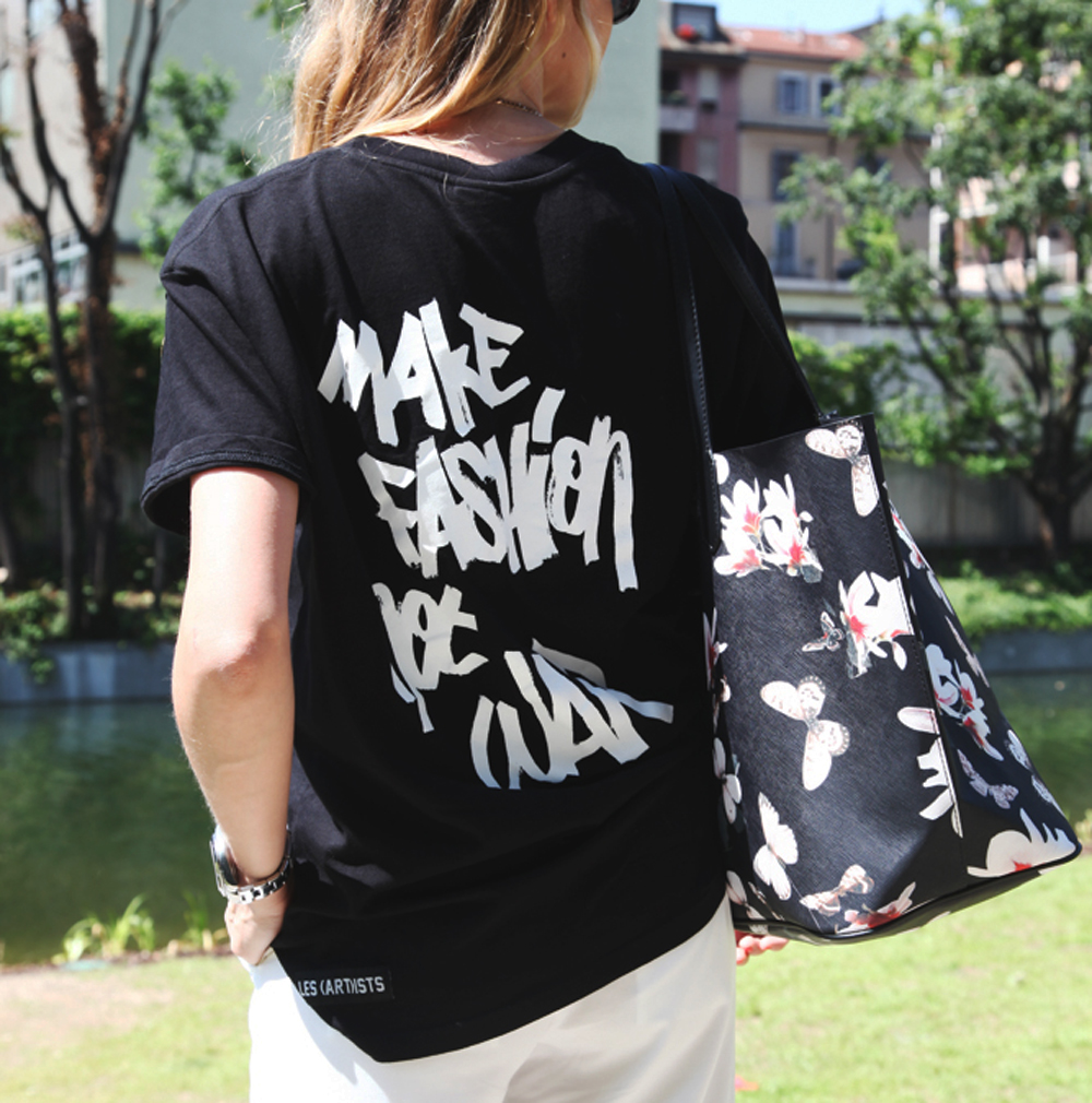 Make fashion not war T-SHIRT