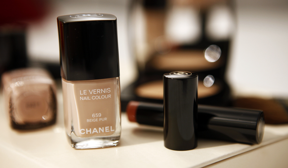 beige pur chanel nailpolish summer 2015