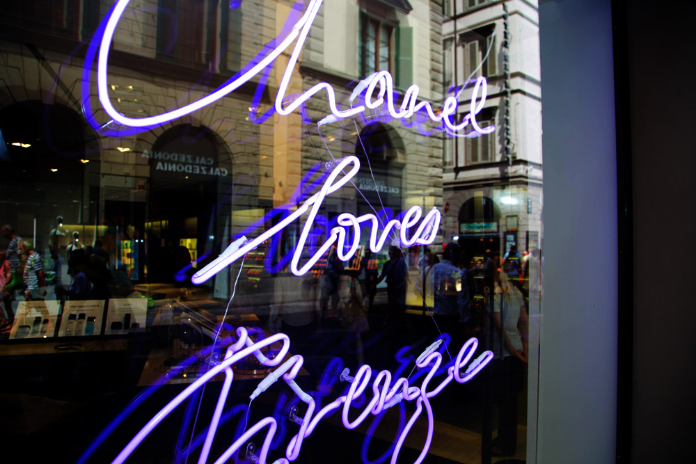 chanel loves firenze written on the beauty fragrance shop