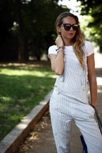 salopette di lino a righe come indossarla