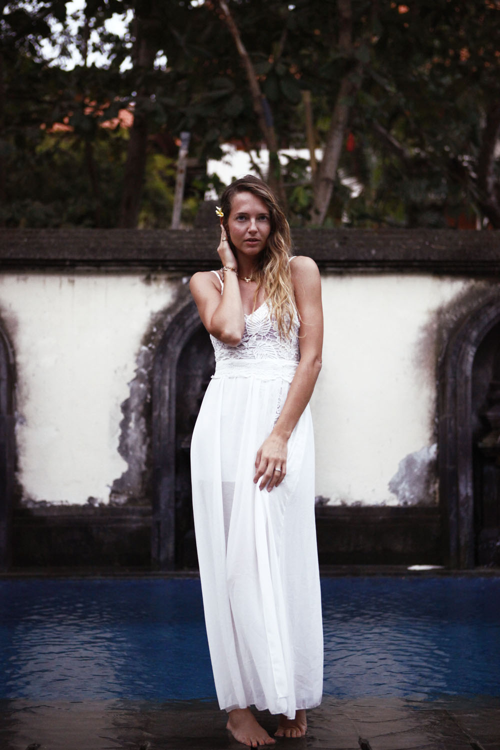 bali simple look white dress