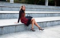 Come abbinare il vestito rosso di giorno