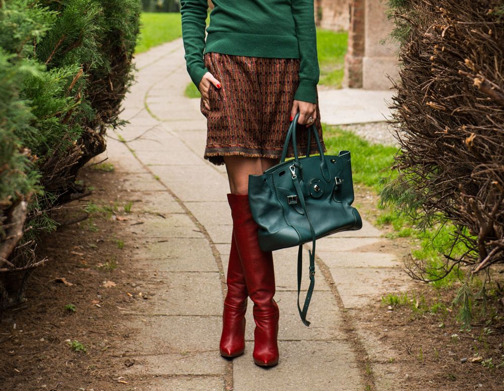 green and bordeaux outfit