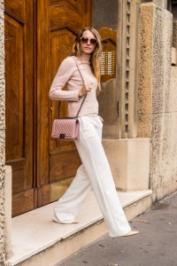 how to wear white pants in winter