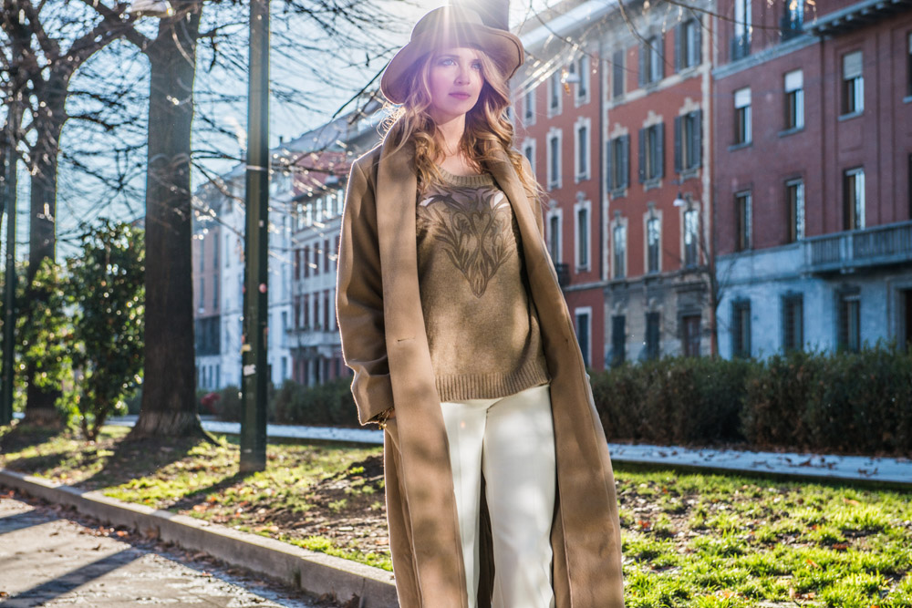 Come indossare un cappotto over beige