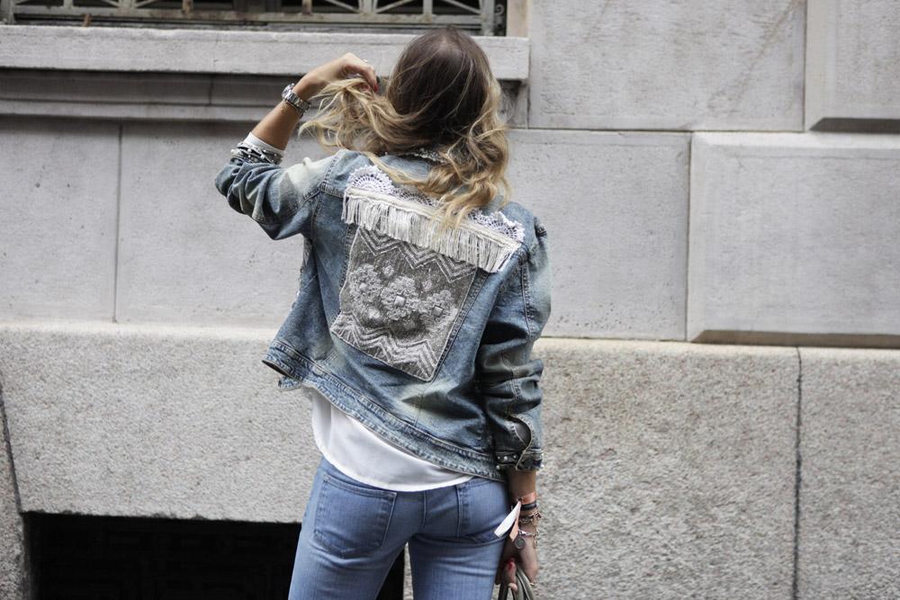 Come abbinare una giacca di jeans personalizzata