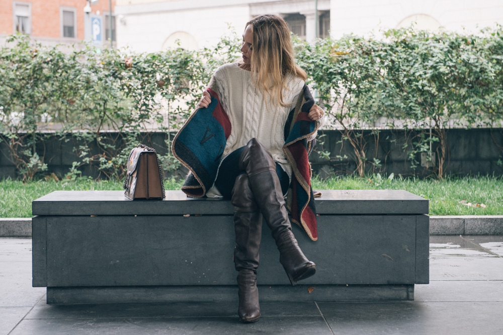 What to wear with a Poncho in a Fall Day
