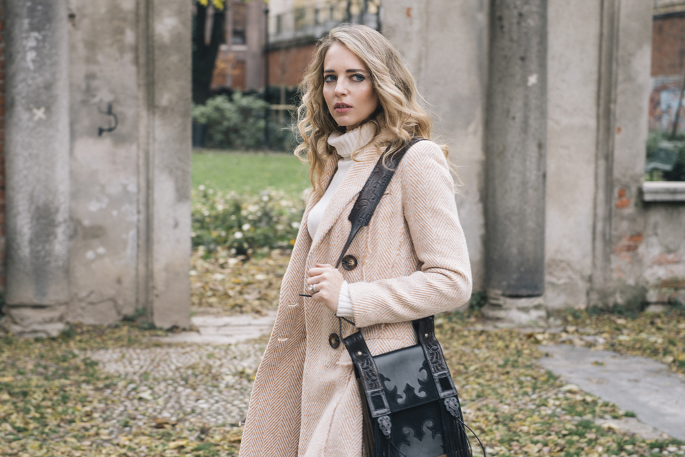 cappotto lungo tonalità chiare