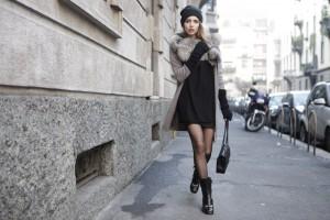 come indossare un abito corto d'inverno