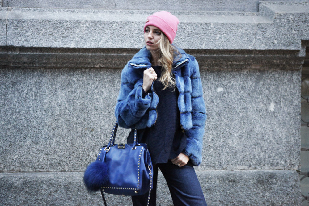 How to wear a Blue Fur Coat in Winter season