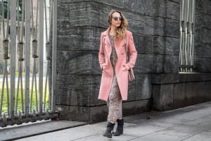 outfit rosa e cappotto rosa