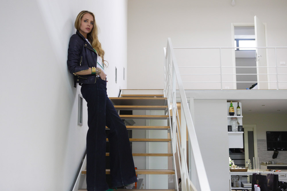 Jeans a vita alta: il look da città